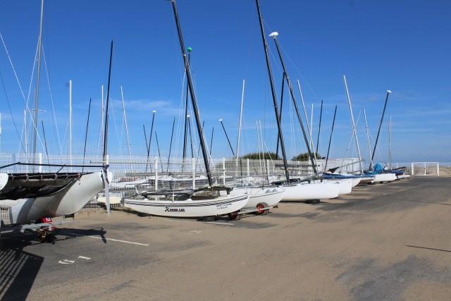 Parc à bateaux, port à sec, mise à l'eau, mouillage