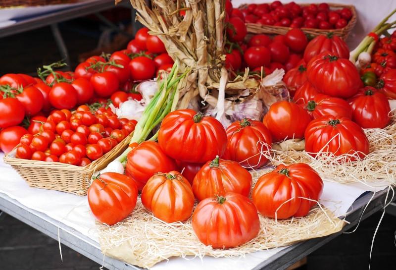 tomatoes-1459069-1920-2142