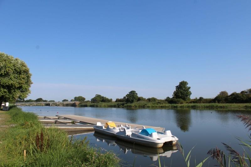 pedalos-frossay-canal-quai-vert-2978
